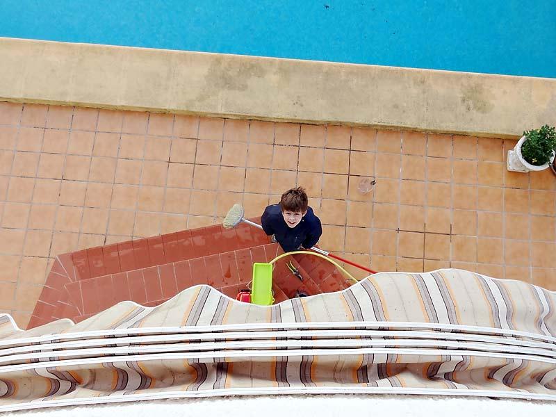 Gerade angekommen! Jetzt wird der Pool geputzt!